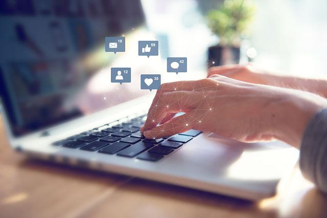 como funciona el algoritmo de facebook; R* publicidad; agencia publicidad madrid